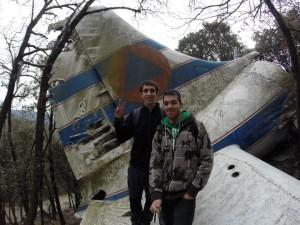 Marc i Arnau sobre l'ala de l'avió