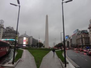 L'obelisc des del mig de l'avinguda 9 de julio