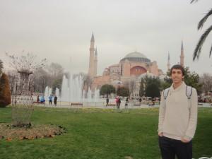 Arnau in front of Hagia Sophia (Istanbul)