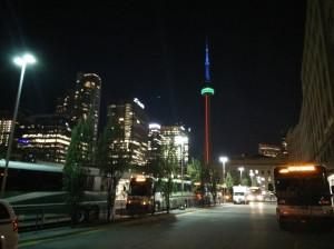 Primera visió de la CN Tower (ho sento, la meva càmera no dóna per més)